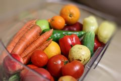 Cesta con la fruta y verdura Imagen de archivo