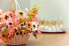 Cesta con las flores Fotografía de archivo