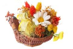Cesta con las flores fotografía de archivo libre de regalías