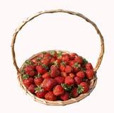 Cesta con las fresas. imagen de archivo
