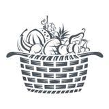 Cesta con las frutas Fotos de archivo libres de regalías