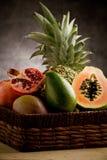 Cesta con las frutas tropicales Imagen de archivo
