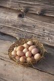 Cesta con los huevos fotografía de archivo libre de regalías