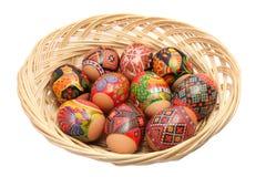 Cesta con los huevos de Pascua fotografía de archivo