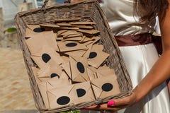 Cesta con los sobres fotografía de archivo libre de regalías