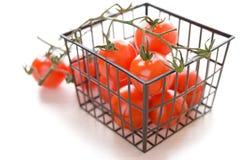 Cesta con los tomates maduros Imagen de archivo