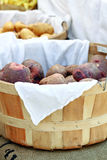Cesta das batatas Foto de Stock