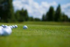 Cesta das bolas de golfe Imagem de Stock Royalty Free