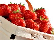Cesta das morangos no fundo branco Imagens de Stock Royalty Free