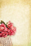 Cesta das rosas Imagens de Stock Royalty Free