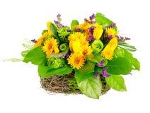 Cesta das rosas, dos tulips e do limonium Imagens de Stock Royalty Free