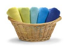 Cesta das toalhas Imagens de Stock Royalty Free