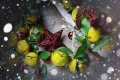 Cesta de Año Nuevo de los mandarines Fotografía de archivo libre de regalías