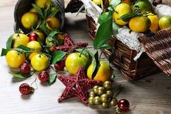 Cesta de Año Nuevo de los mandarines Foto de archivo