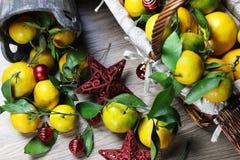 Cesta de Año Nuevo de los mandarines Fotografía de archivo