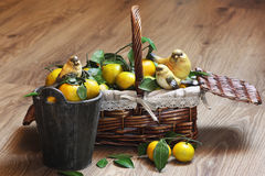 Cesta de Año Nuevo de los mandarines Foto de archivo libre de regalías