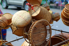 Cesta de bambú, sabiduría en Tailandia, hecha de bambú Foto de archivo