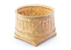 Cesta de bambu isolada com fundo branco fotografia de stock