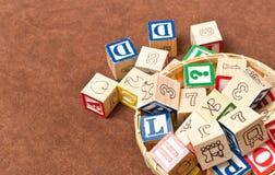 Cesta de bloques del alfabeto Imagen de archivo libre de regalías