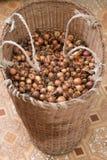 Cesta de cebollas Foto de archivo libre de regalías