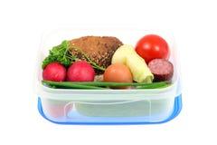 Cesta de comida no branco. foto de stock royalty free