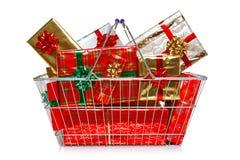 Cesta de compras de la Navidad Fotografía de archivo libre de regalías