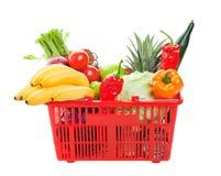 Cesta de compras de tienda de comestibles Foto de archivo libre de regalías