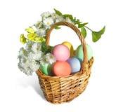 Cesta de Easter com ovos fotos de stock royalty free
