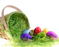 Cesta de Easter com ovos iridescent Foto de Stock Royalty Free