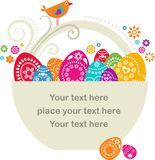 Cesta de Easter com ovos pianted Fotos de Stock Royalty Free