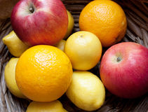 Cesta de fruta fotografía de archivo