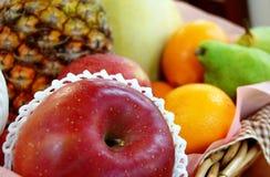 Cesta de fruta Fotografía de archivo libre de regalías