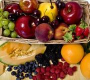 Cesta de fruta Imágenes de archivo libres de regalías