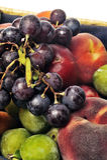 Cesta de fruta aislada Imagen de archivo libre de regalías
