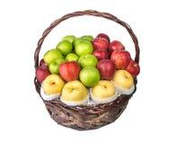Cesta de fruta aislada en el fondo blanco Imagen de archivo libre de regalías
