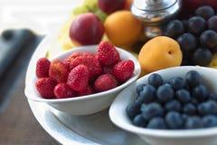 Cesta de fruta, cosecha de la fruta Foto de archivo