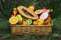 Cesta de frutas exótica Imagen de archivo libre de regalías