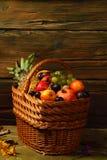 Cesta de fruto Imagem de Stock Royalty Free