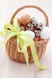 Cesta de huevos Imagen de archivo libre de regalías