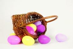 Cesta de huevos Foto de archivo libre de regalías
