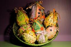 Cesta de huevos de Pascua Foto de archivo