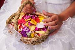 cesta de la flor de la boda imágenes de archivo libres de regalías
