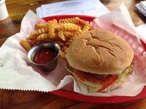 Cesta de la hamburguesa Foto de archivo