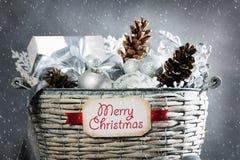 Cesta de la Navidad Fotos de archivo