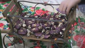 Cesta de la Navidad con los dulces del chocolate Primer metrajes