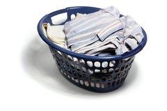 Cesta de lavadero con ropa sucia Imágenes de archivo libres de regalías