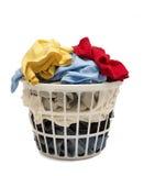 Cesta de lavadero por completo de ropa tirada derecho Fotografía de archivo libre de regalías