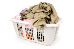 Cesta de lavadero y ropa sucia Foto de archivo libre de regalías