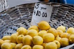 Cesta de limones Fotografía de archivo