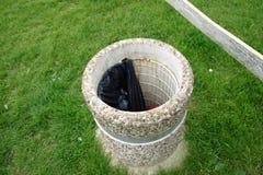 Cesta de lixo concreta Foto de Stock Royalty Free